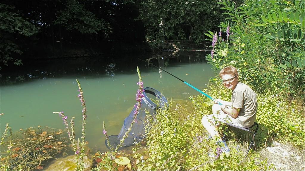 enfant pêcheur
